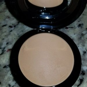 MAC mineralize skin finish powder in medium tan